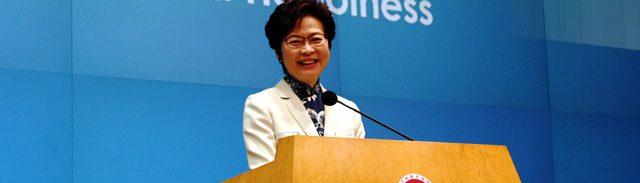 就任後初めてとなる施政方針演説を行う林鄭月娥・行政長官(写真『香港ポスト』)