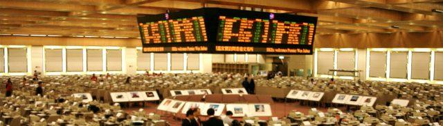 04年ごろの香港交易場の様子。すでに電子化が進み、フロア・トレーダーたちは各自のブースで取引を行っている