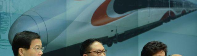 全人代常務委での可決後に記者会見した特区政府高官(写真:政府新聞処)